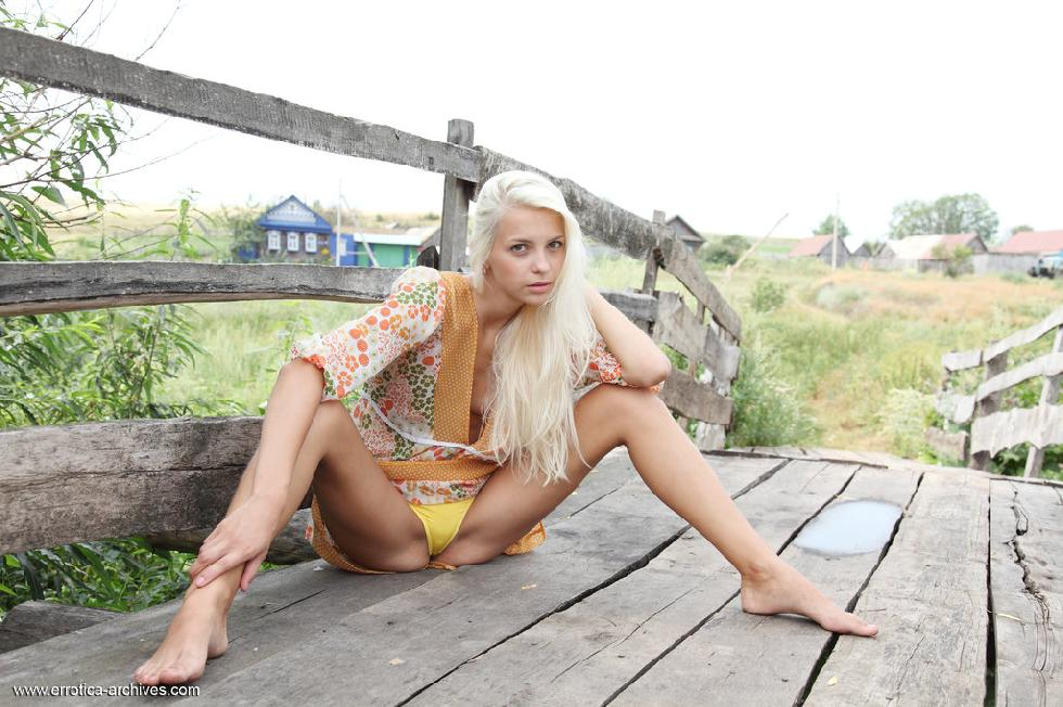 Beautiful young blonde from countryside - Leonie - 1