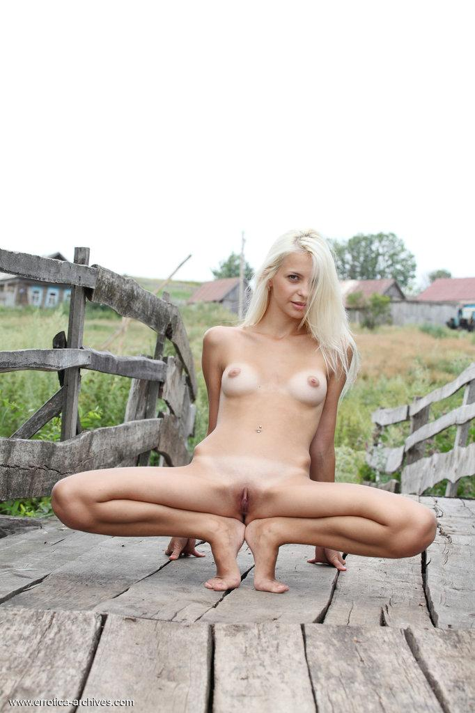 Beautiful young blonde from countryside - Leonie - 8