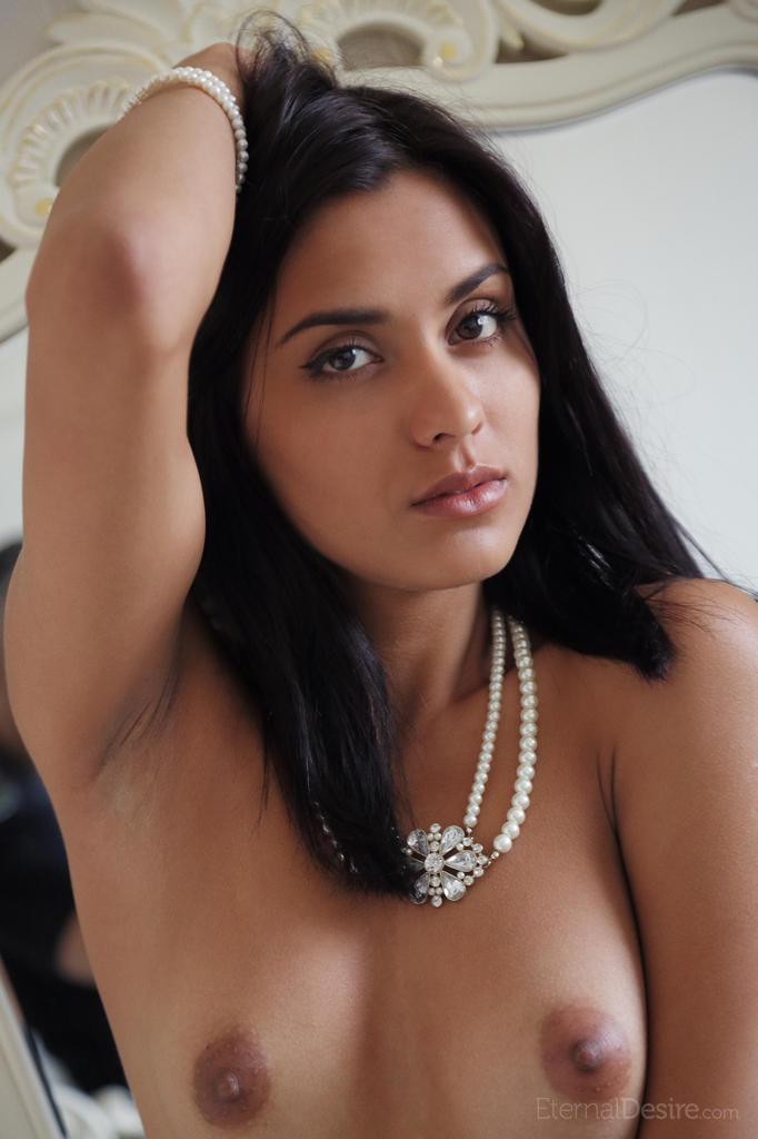 Naked Belinda shows pink pussy - 11