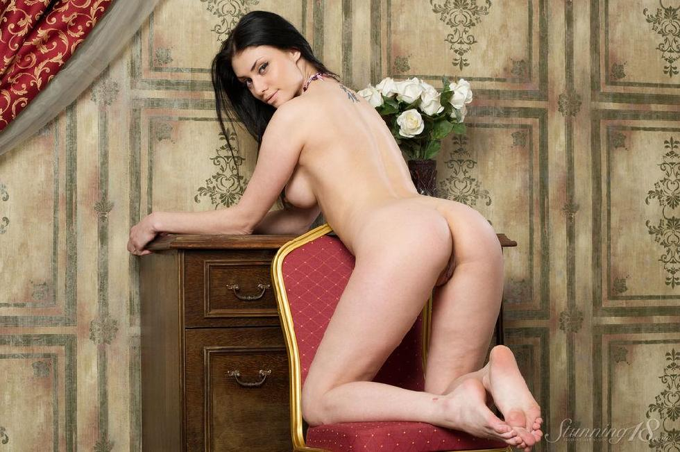 Stunning brunette with great body - Marina - 7