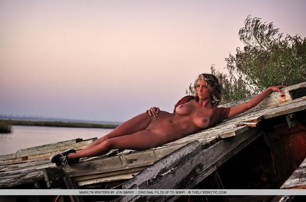 Sensual Marilyn Winters is posing by sunset - 3