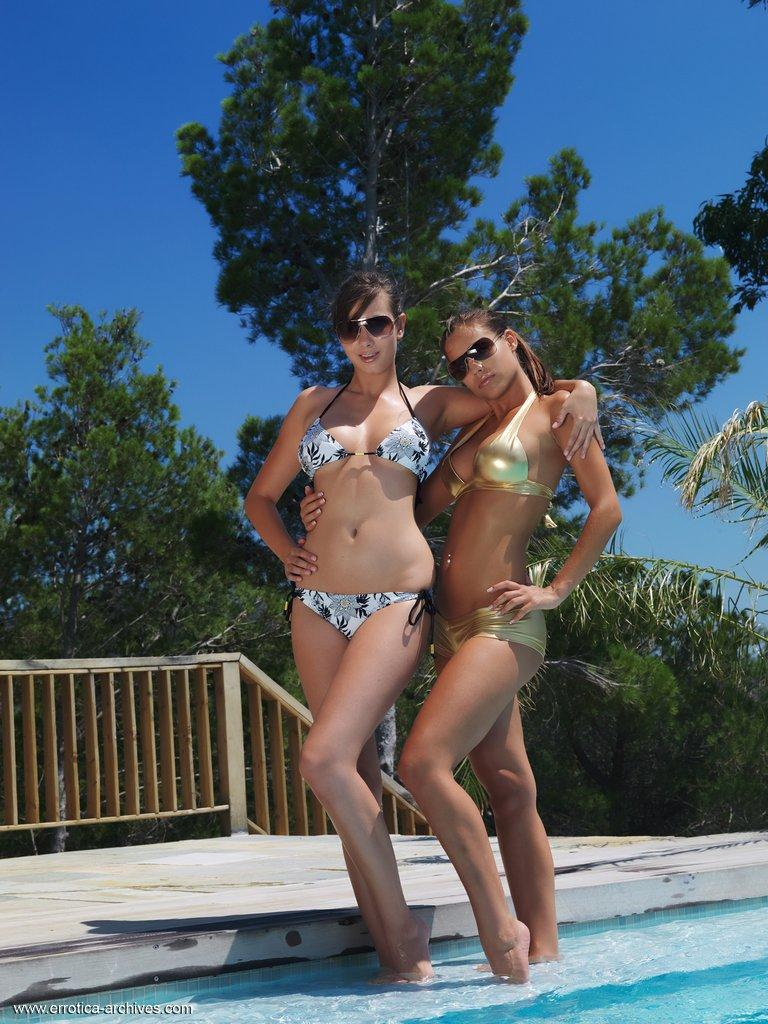 Once again in the pool - Conie & Satin - 1