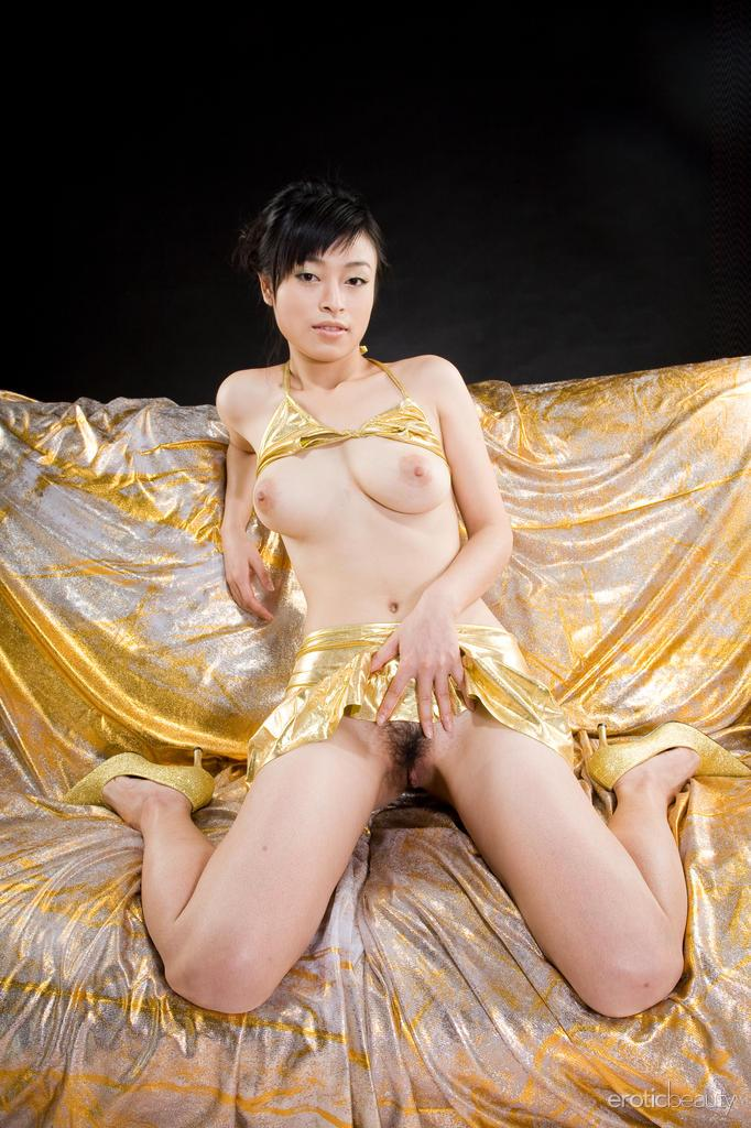 Yumi Law shows her ass and pussy - 3
