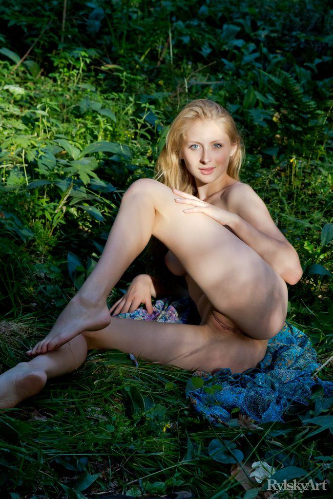 Stunning blonde in the forest - Daisy Gold - 14