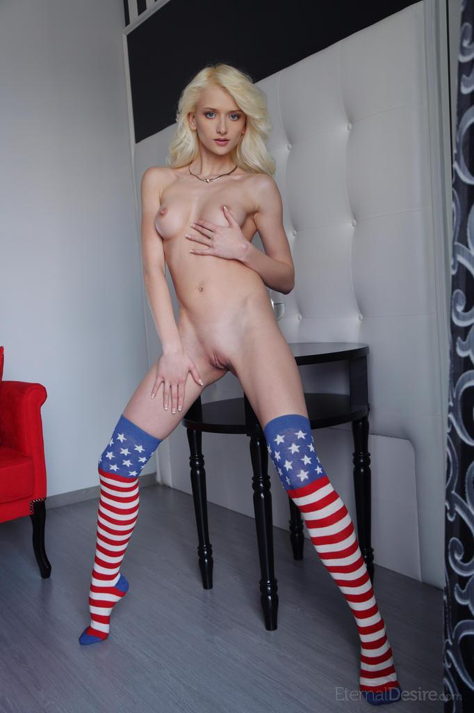 Bewitching girl who loves USA - Nika - Bonjour Mesdames