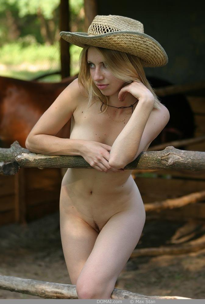 Pretty blonde girl from countryside - Vicca - 1