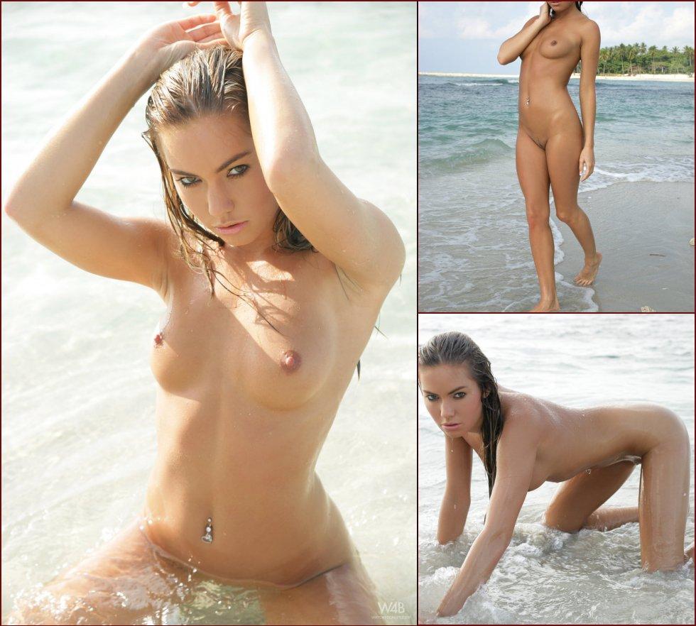 Gorgeous and wet Verunka on the beach - 65