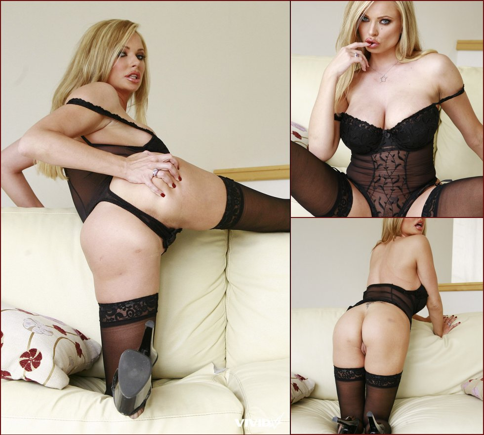 Lustful Briana Banks in sexy, black lingerie - 3