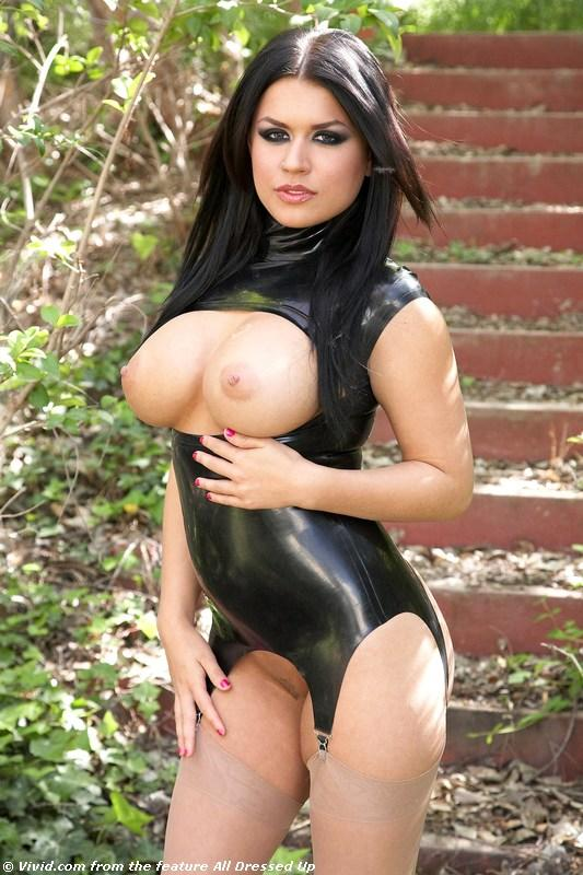 Eva Angelina shows her meaty pussy
