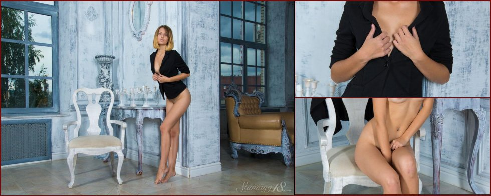Sensual Veronica is posing in the palace - 17