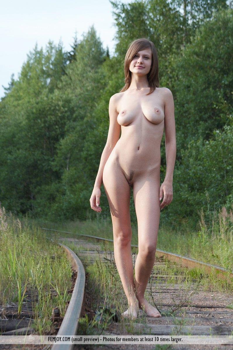Naked session on the rails - Lea