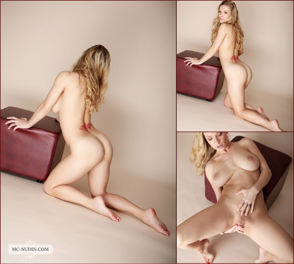 Naked blonde with fantastic boobs - Daisy - 49