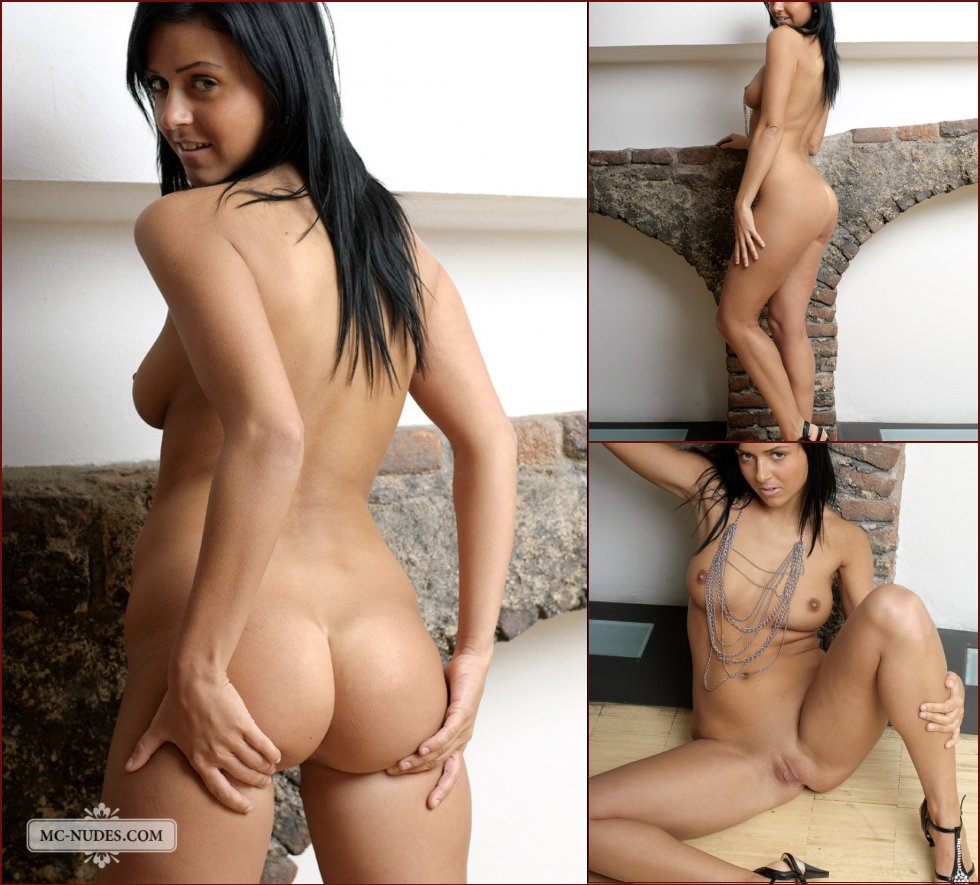 Naked brunette with tanned body - Patricia - 19