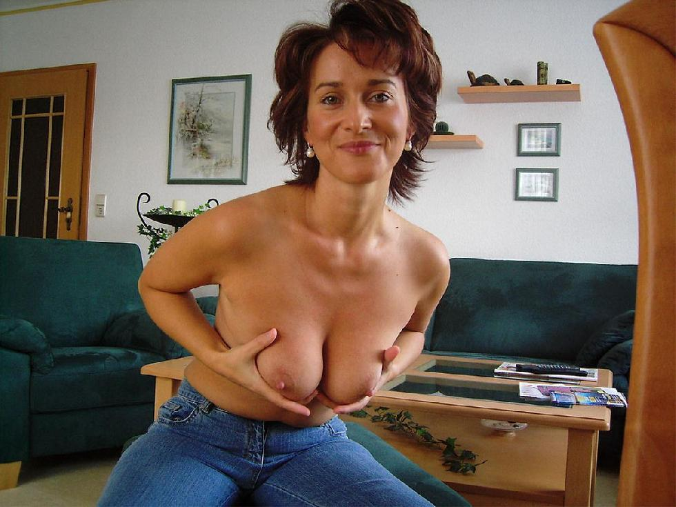 Sexy MILF with shaved pussy - 8