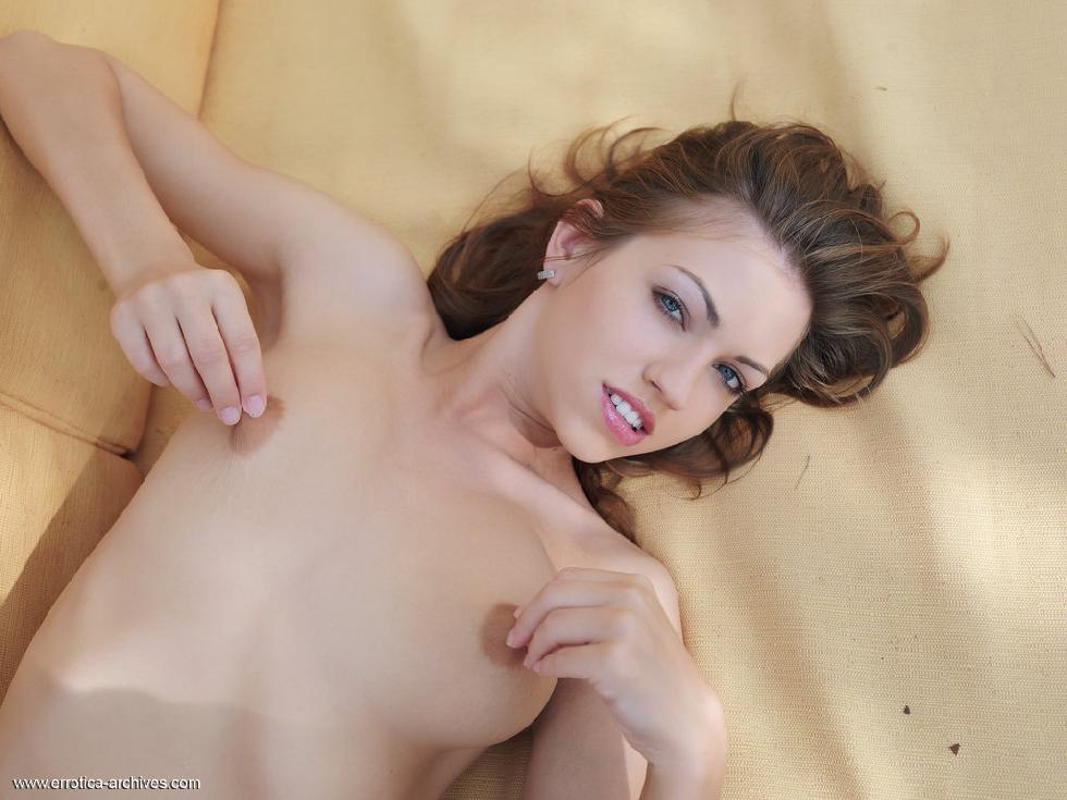 Fantastic Eufrat is tempting by her nudity - 9