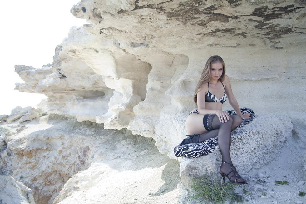 Sexy young girl under the cliff - Milena - 1