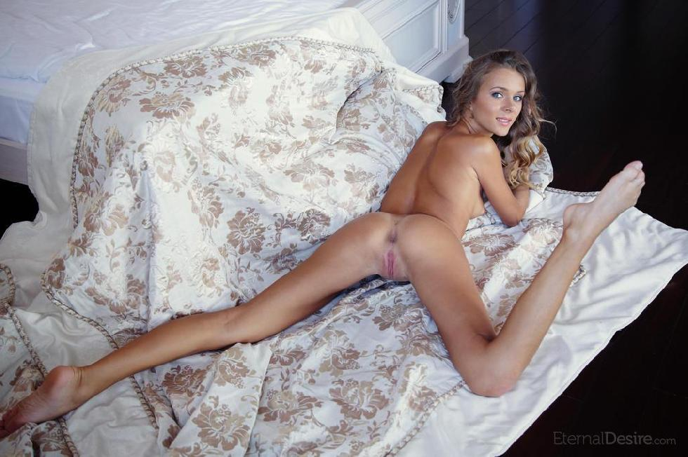 Tanned Katie is posing in the bedroom. Part 2 - 7