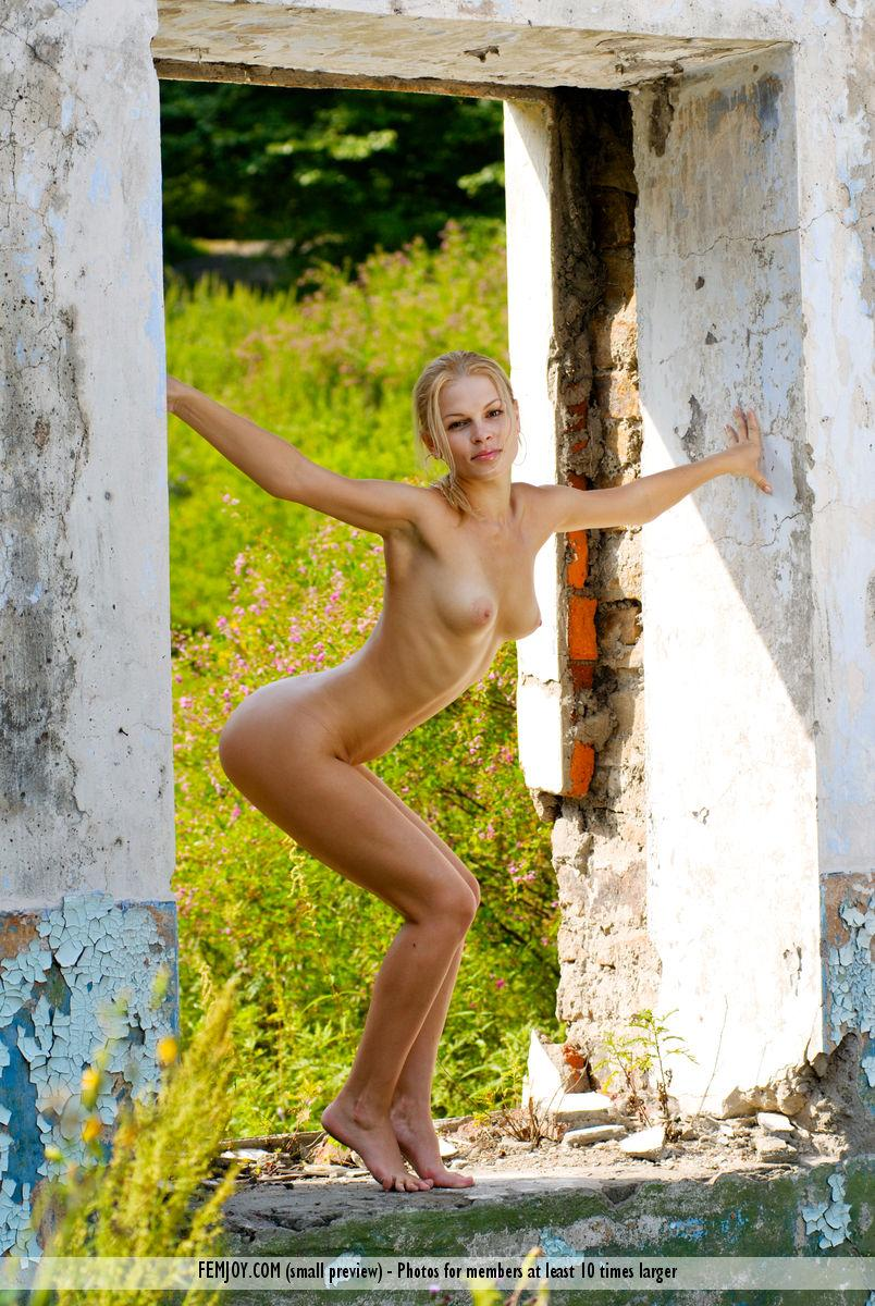Naked blonde is posing in ruins - Molly - 4