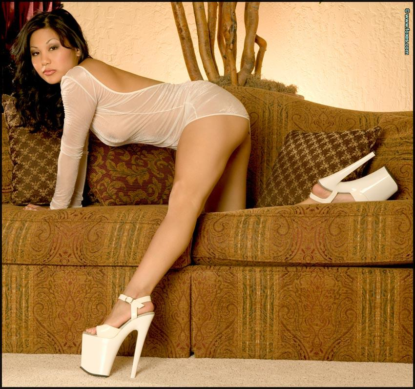 Hot Asian chick in sexy white high heels - Leilani Lee - 3