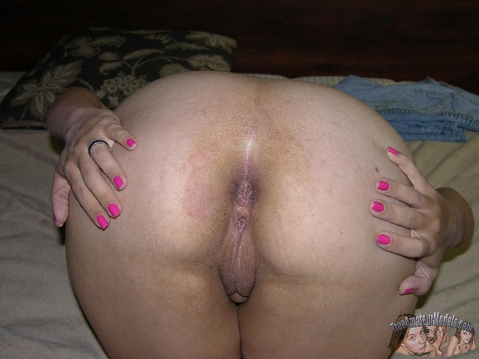 Wife is showing her ass - Paige - 16