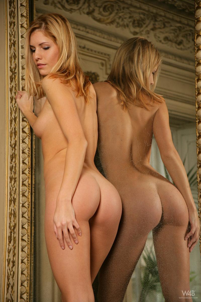 Gorgeous Iveta is showing wonderful body. Part 2 - 3