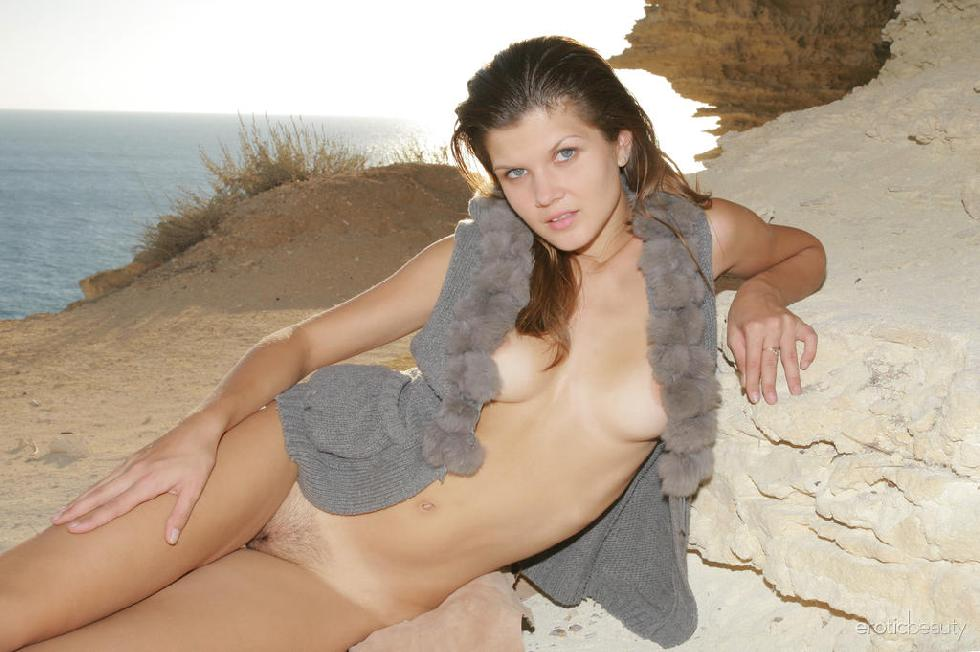 Wonderful Agni is showing trimmed pussy - 13