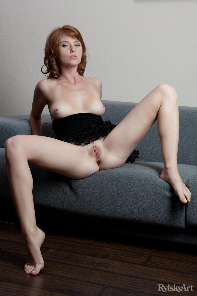 Sensual redhead with trimmed pussy - Nomi - 10
