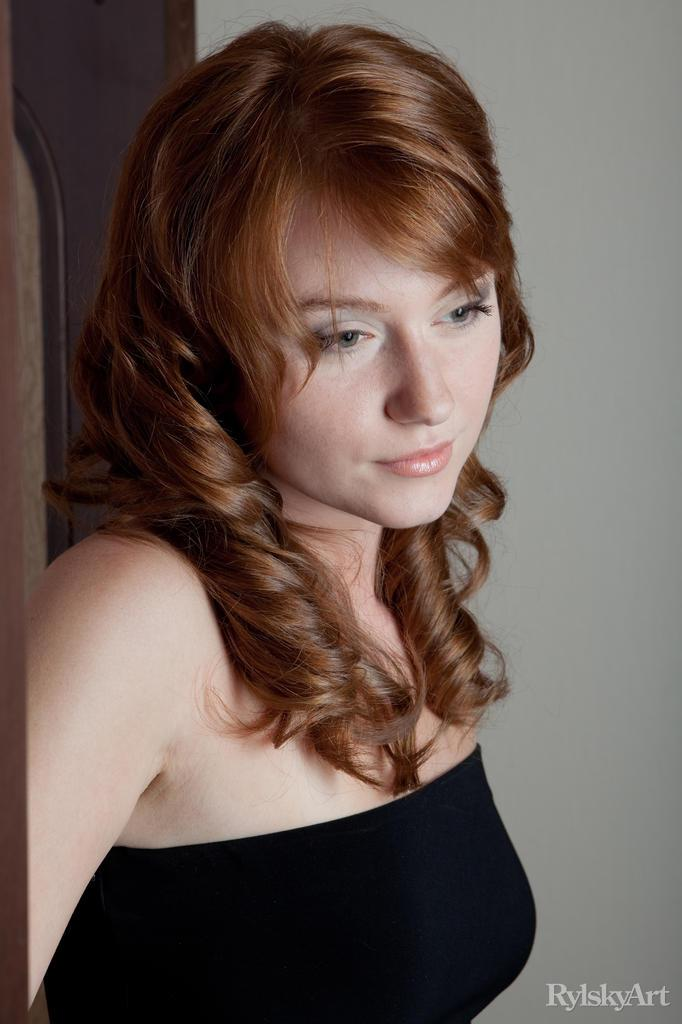 Sensual redhead with trimmed pussy - Nomi - 2