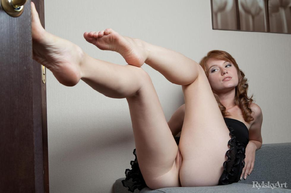Sensual redhead with trimmed pussy - Nomi - 6