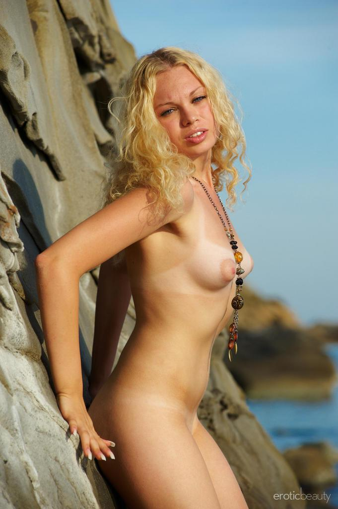 Naked Uma is posing at the sunset - 1