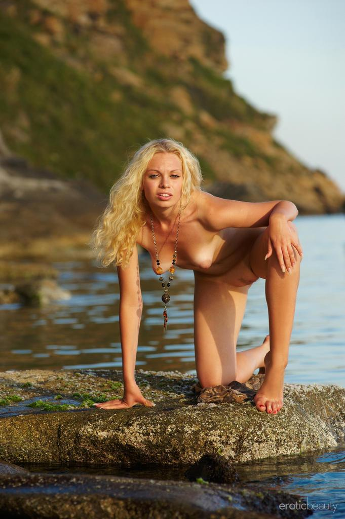 Naked Uma is posing at the sunset - 10