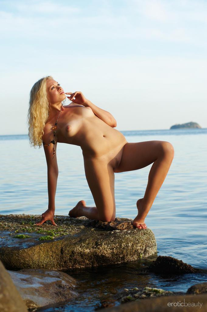 Naked Uma is posing at the sunset - 11