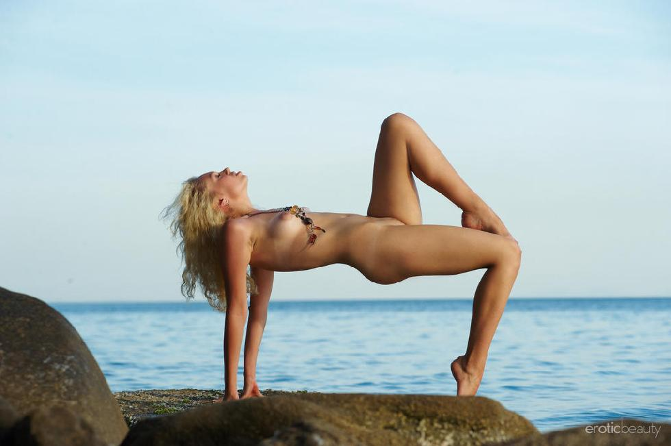 Naked Uma is posing at the sunset - 12