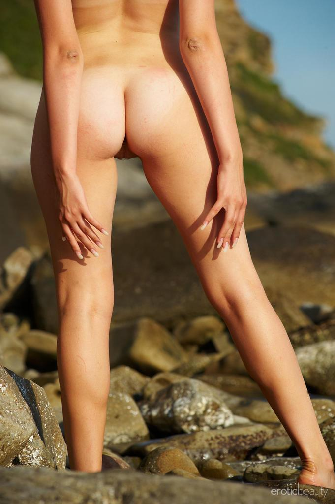 Naked Uma is posing at the sunset - 6