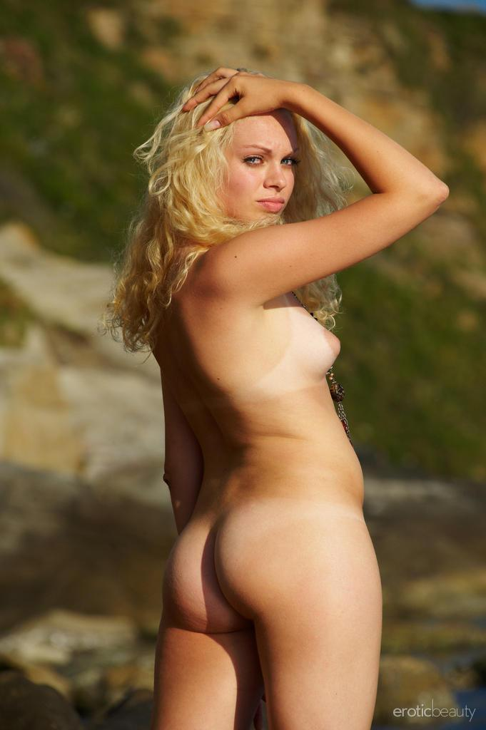 Naked Uma is posing at the sunset - 7
