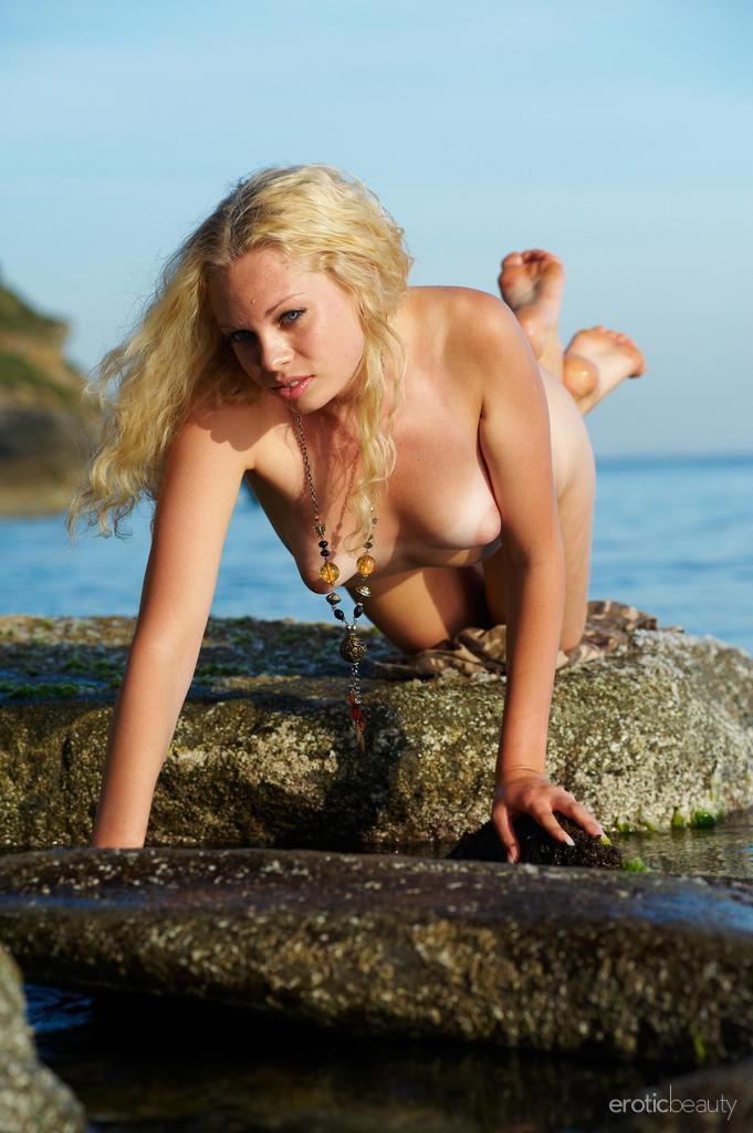 Naked Uma is posing at the sunset - 8
