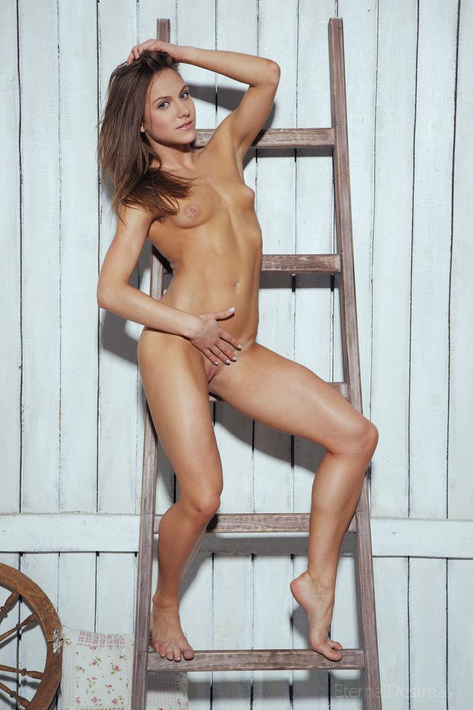 Tanned Nola is spreading her legs - 3
