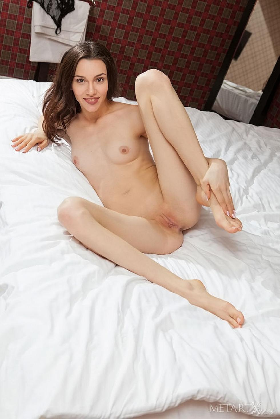 Adel Morel is inviting to the bed - 14