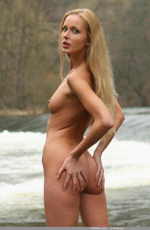 Naked Lenka shows slim body - 10