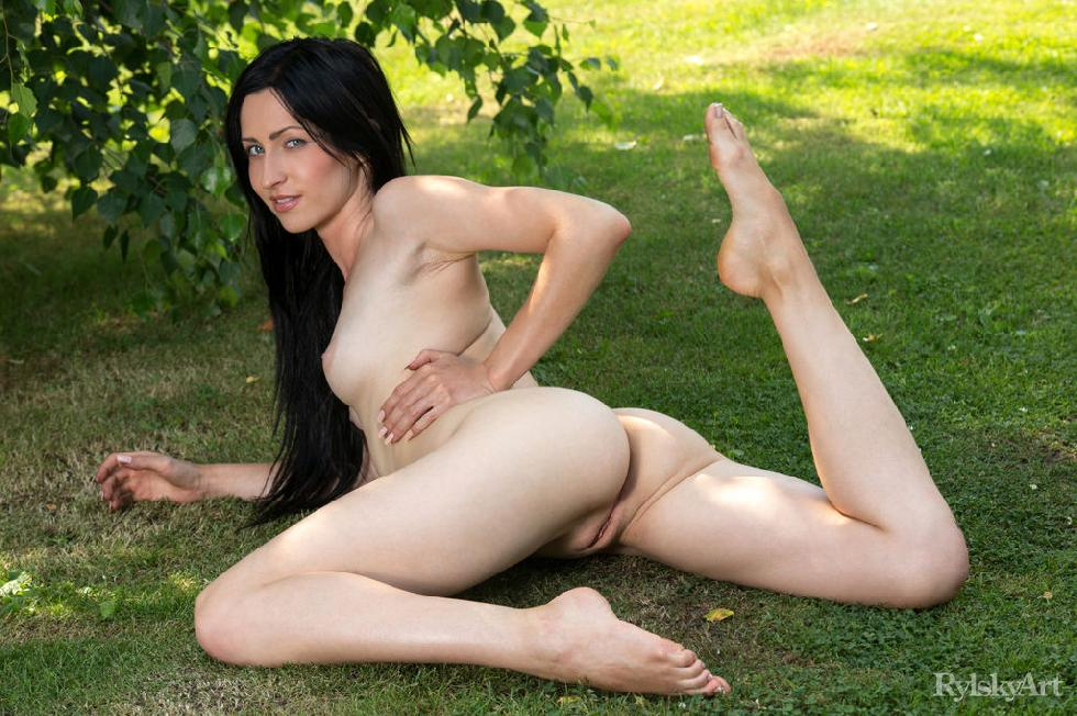 Naked Janelle is posing outdoor - 13