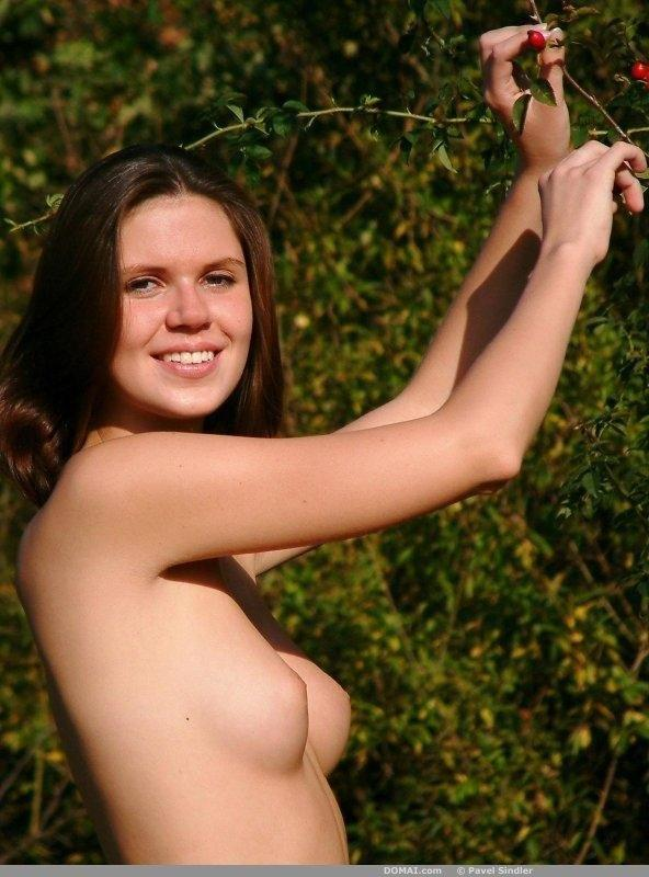 Gorgeous Renata is posing naked in nature. Part 2