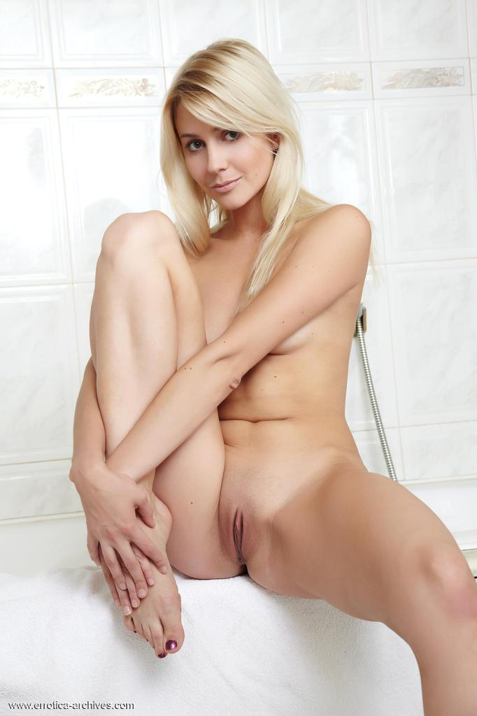 Charming Blonde Dildoing In The Shower