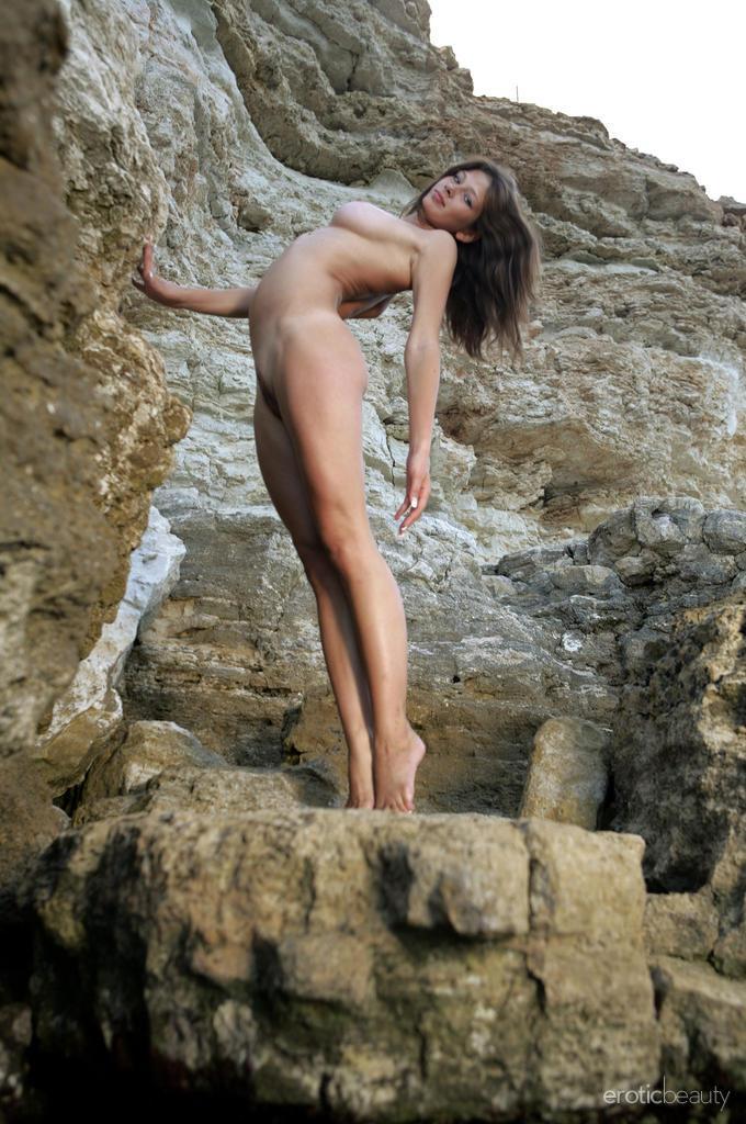 Photoshoot with wet and naked Valerina