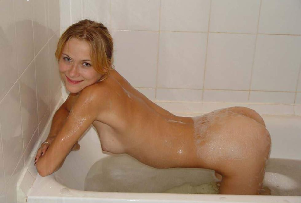Young Yvette is showing sweet body. Part 3