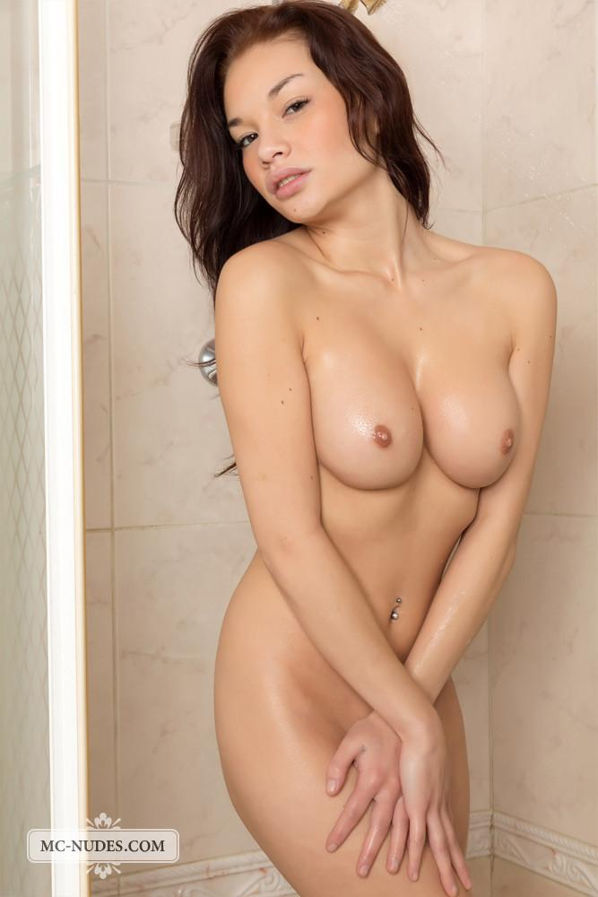 Shower with gorgeous Nici