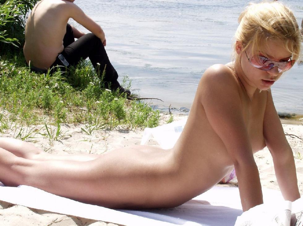 Pretty blonde amateur on the beach. Part 3