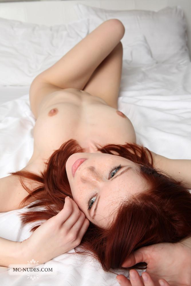 Pretty redhead is posing naked on the bed - Lynette
