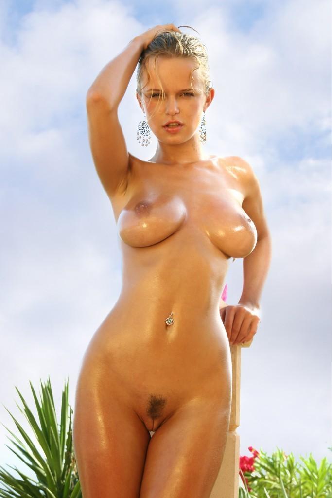Weekly erotic picdump - 42/2020