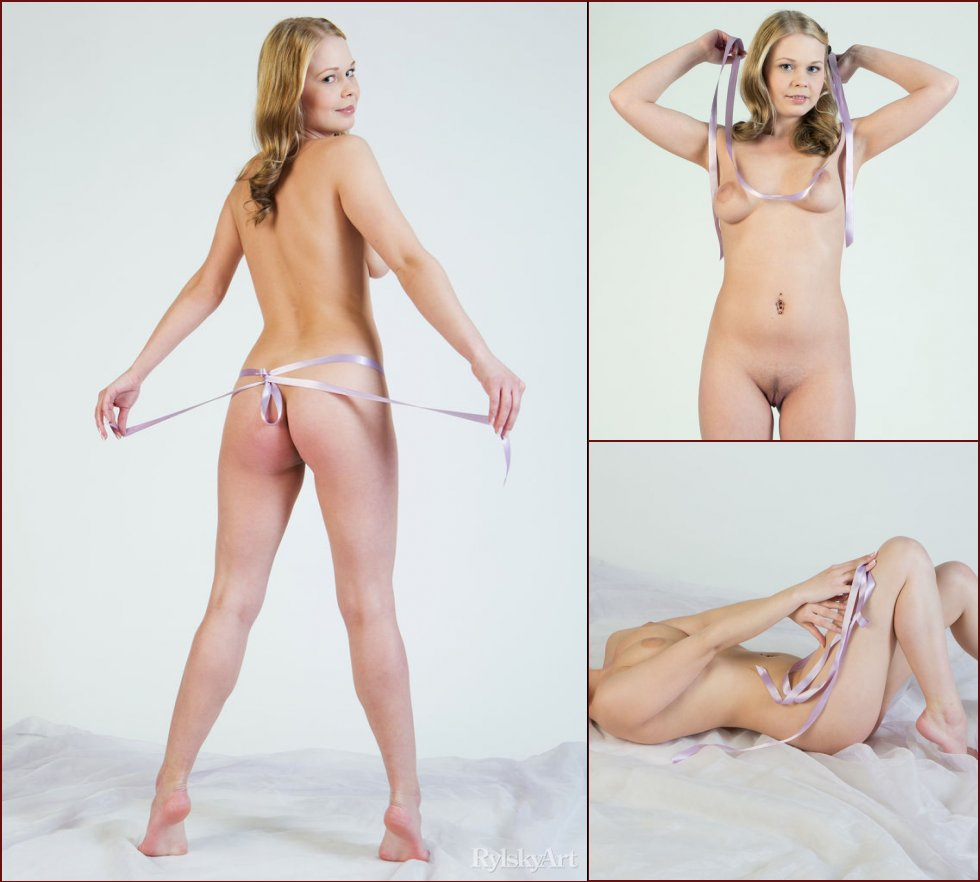 Photoshoot with adorable blonde named Sarika - 16