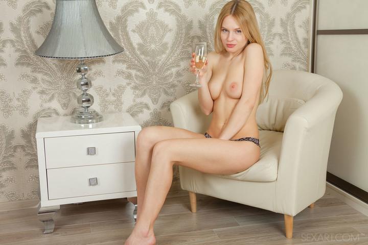Young Xena and her sensual masturbation - Bonjour Mesdames